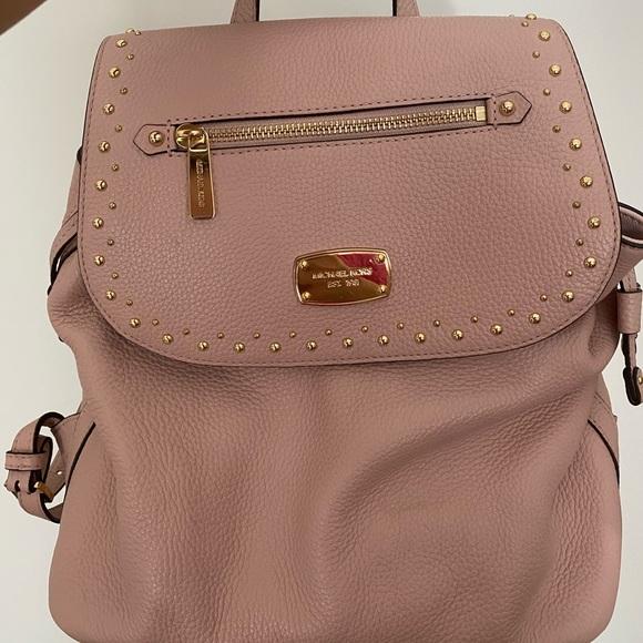 Selling a beautiful pink Michael Kors backpack